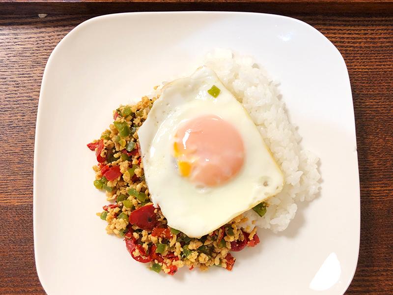 クラシル ミールキット「辛さ控えめ 国産鶏ひき肉で作るガパオライス」